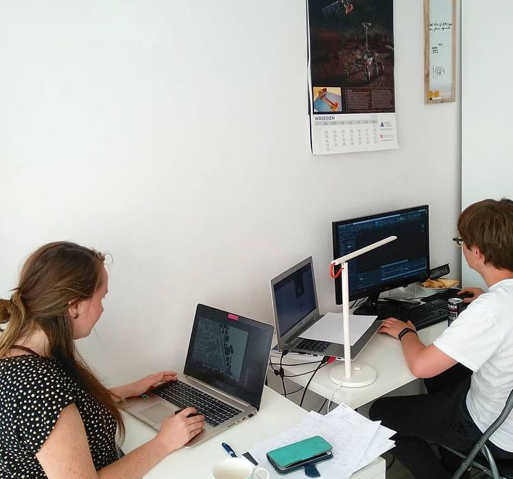 Beti i Piotrek pracujący nad Ideacity